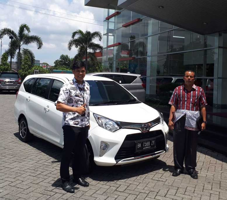 Sales Marketing Mobil Dealer Toyota Medan Parlin