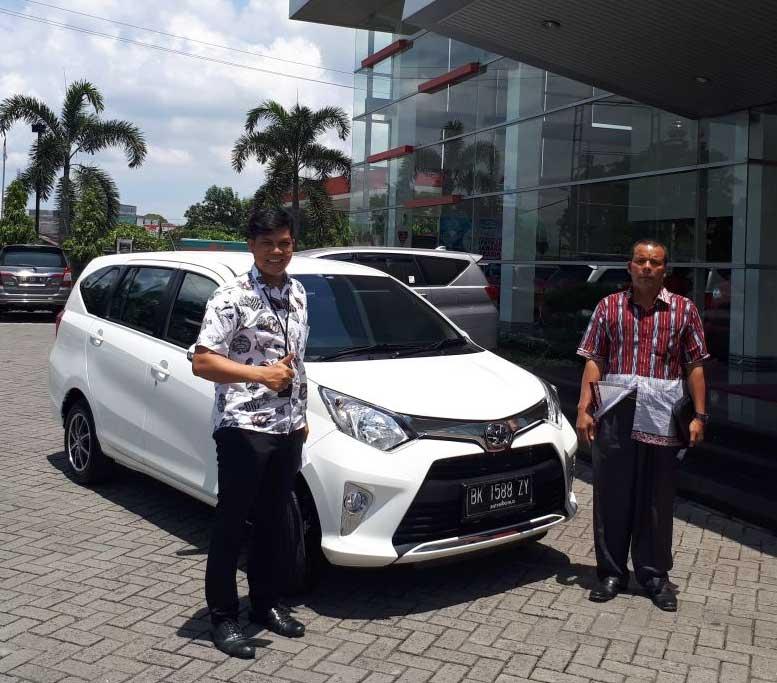 Sales Marketing Mobil Dealer Toyota Medan Parlin