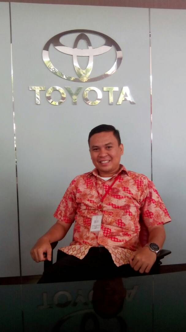 Sales Marketing Mobil Dealer Toyota Padang Fitrio