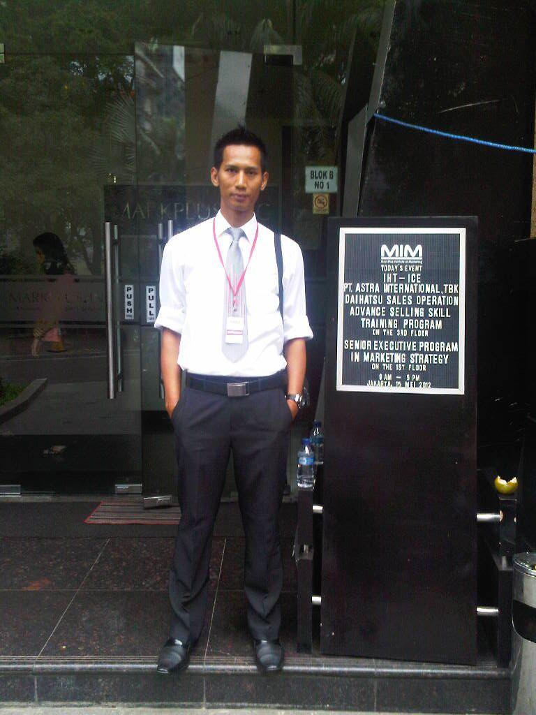 Sales Marketing Mobil Dealer Daihatsu Bandung Aris